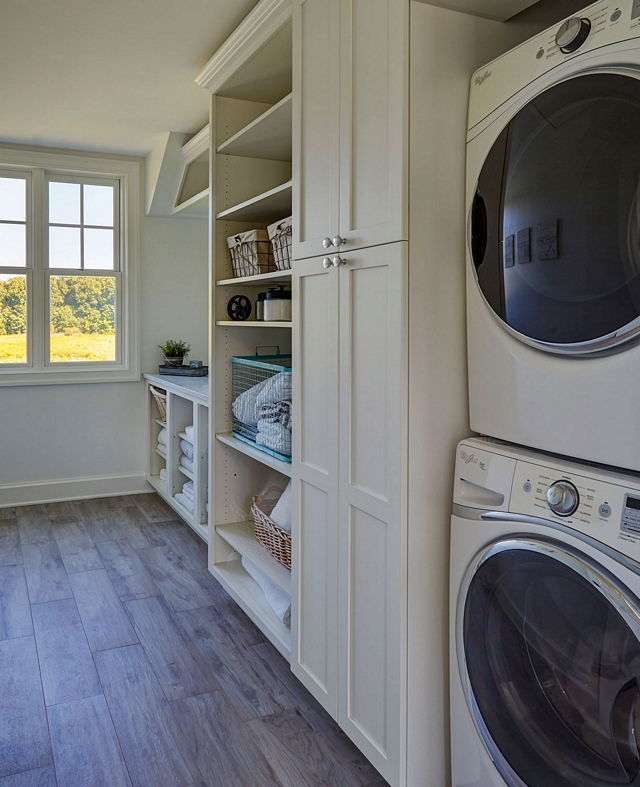 Sherwin Williams SW 7042 Shoji White Laundry room warm white cabinets and warm white wall paint color Sherwin Williams SW 7042 Shoji White Sherwin Williams SW 7042 Shoji White #SherwinWilliamsSW7042ShojiWhite #paintcolor