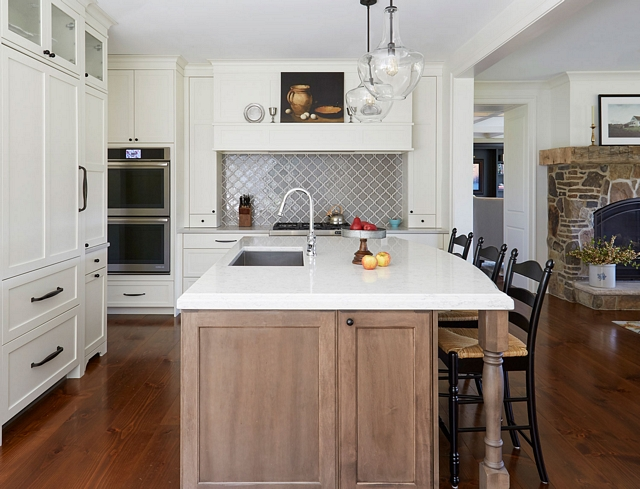 Arabesque Backsplash Tile A grey Arabesque backsplash tile brings a spash of color to this warm white kitchen Arabesque Backsplash Tile A grey Arabesque backsplash tile Arabesque Backsplash Tile A grey Arabesque backsplash tile #Arabesquetile # BacksplashTile #greytile #Arabesquebacksplashtile