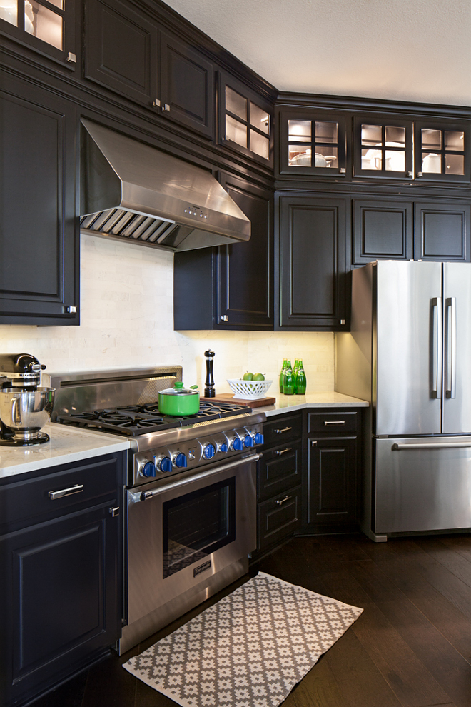 kitchen with ebony black cabinets kitchen with ebony black cabinetry Neutral countertop and neutral backplash #kitchen #kitchenebonycabinet #blackcabinets #kitchenebonyblackcabinetry #blackcabinetry