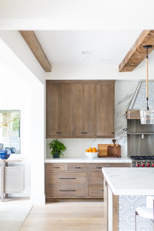 Rift Oak Kitchen Rift Oak Kitchen Cabinet The kitchen cabinets are custom Rift Oak with a custom stain Rift Oak Custom Stain Color for Cabinets Rift Oak Kitchen Rift Oak Kitchen Cabinet #RiftOakKitchen #RiftOakKitchenCabinet #RiftOak #KitchenCabinet