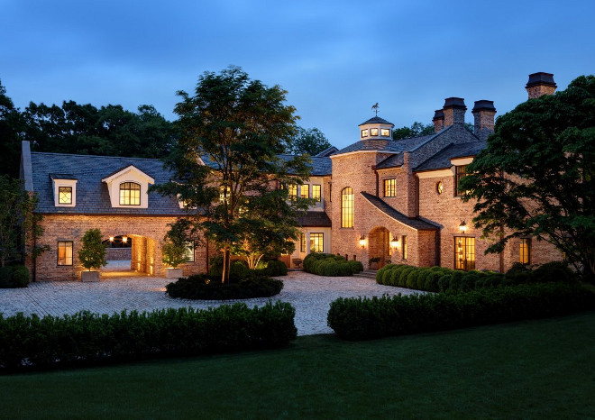 Tom Brady and Gisele Bundchen's Home – Full House Tour - Home Bunch Interior Design Ideas