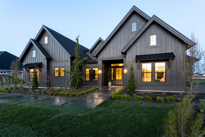 Black Modern Farmhouse With Black White Interiors Home Bunch Interior Design Ideas