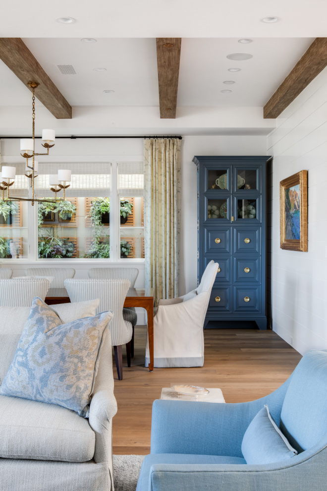 Color scheme Interior color scheme Although this home features some modern and streamlined architectural details, the choice of furniture and decor truly soften the spaces and make this home feel inviting and balanced #Colorscheme #Interiorcolorscheme #interior #home #architecturaldetails #furniture #decor #balancedinteriors