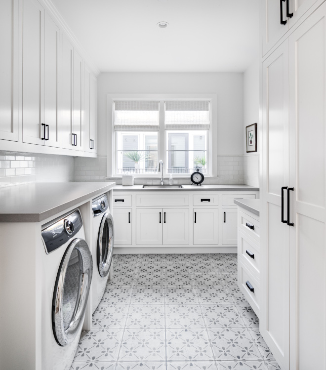 Dunn-Edwards-Fossil-laundry-room-paint-color