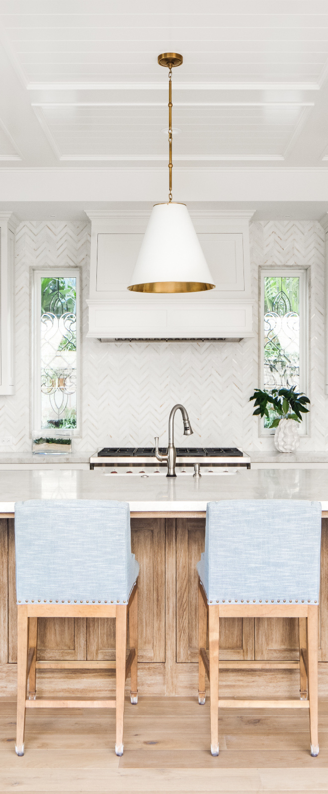 White-Kitchen-Hood-in-Benjamin-Moore-White-with-marble-backsplash-tile
