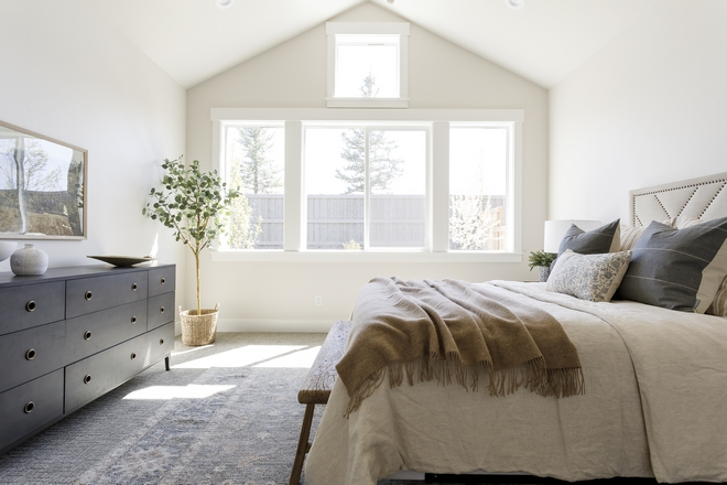 Master-Bedroom-Paint-Color-Sherwin-Williams-SW-7570-Egret-White
