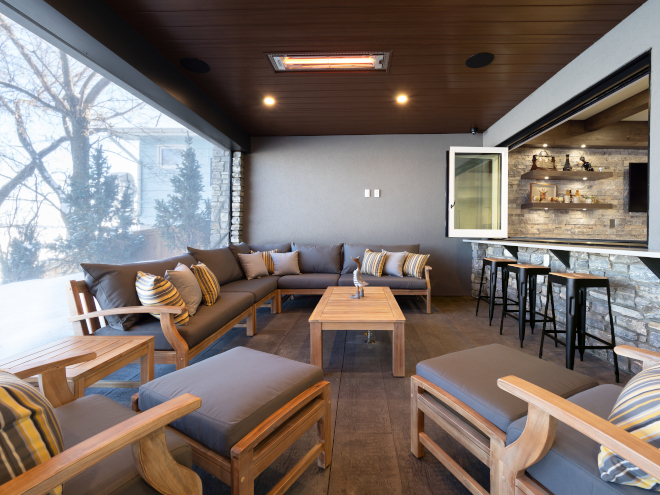 Covered patio features automatic retractable screens and recessed heaters Covered patio features automatic retractable screens and recessed heaters #Coveredpatio #retractablescreens #recessedheaters