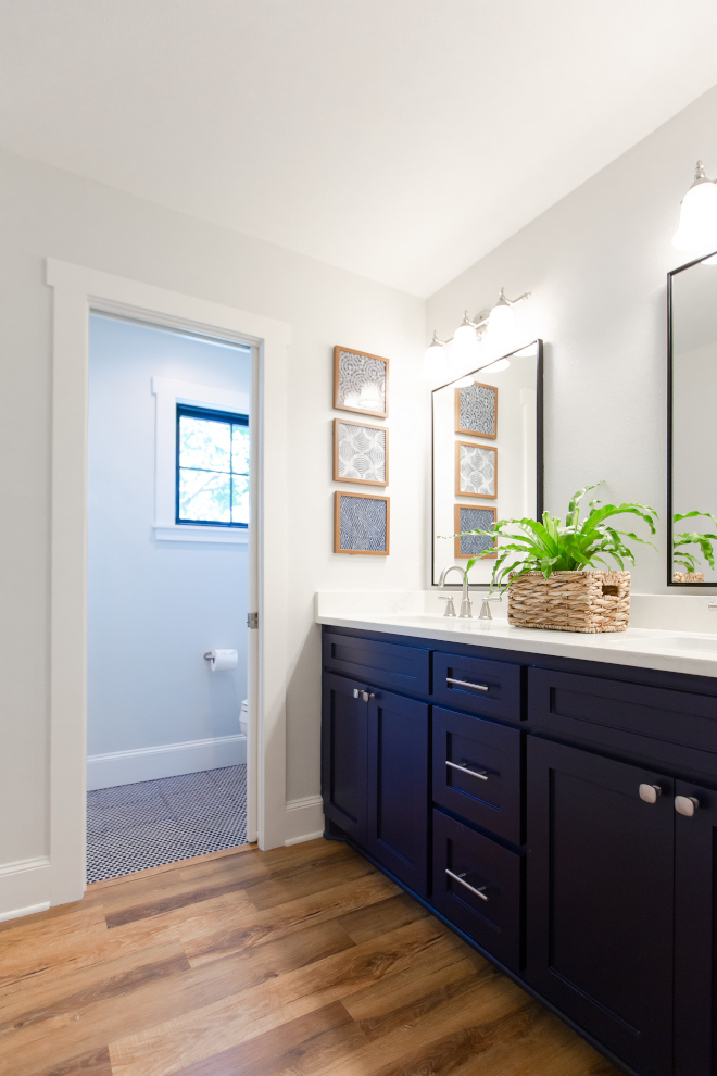 Sherwin Williams Anchors Aweigh Navy Blue Cabinet Paint Color Sherwin Williams Anchors Aweigh #SherwinWilliamsAnchorsAweigh #NavyBlueCabinetPaintColor