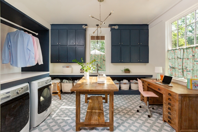 Large Laundry Room with movable island A custom island is perfect to fold laundry and the kids can use it to do homework or crafts #laundryroom #laundryroomisland #craftroom #homework #largelaundryroom