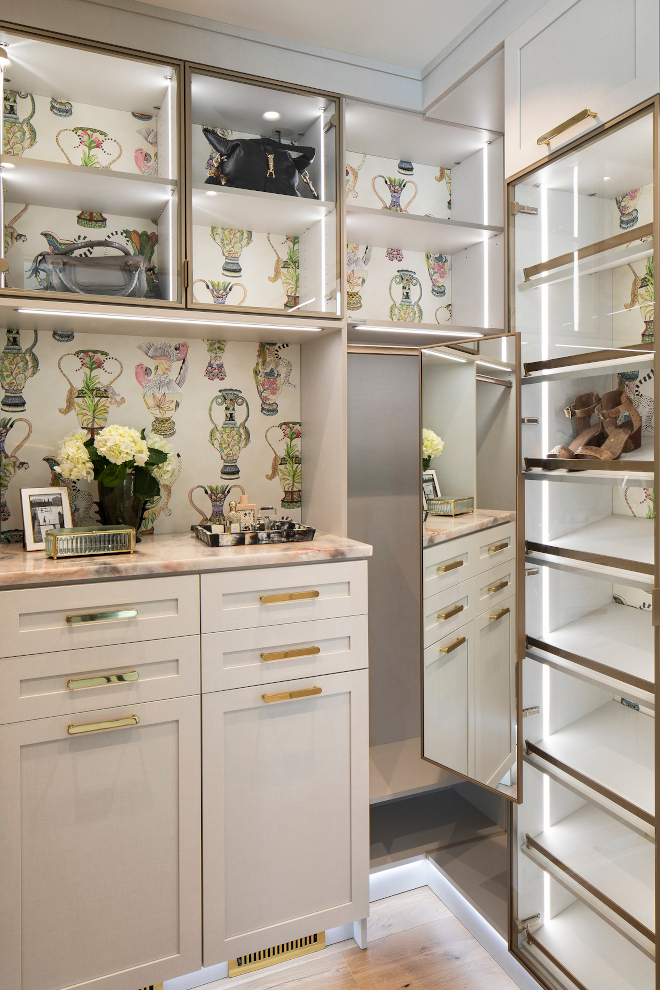 Her Closet Design A beautiful feminine dressing room with inspiration from luxury fashion brands Her Closet California Closets Her Closet Design Ideas Her Closet Design Her Closet California Closets Her Closet Design Ideas #HerClosetDesign #HerCloset #CaliforniaClosets #ClosetDesignIdeas