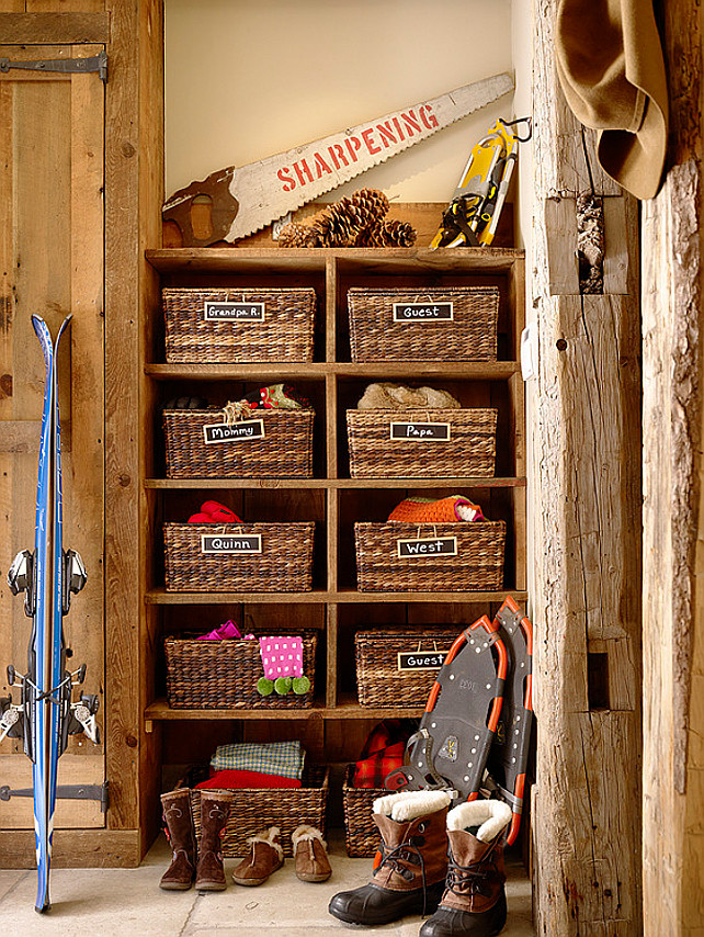 Ski cabin with rustic interiors home bunch interior for Rustic mudroom ideas