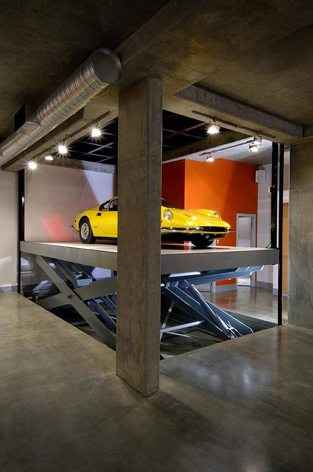 Contemporary house home bunch interior design ideas for Luxury garage designs