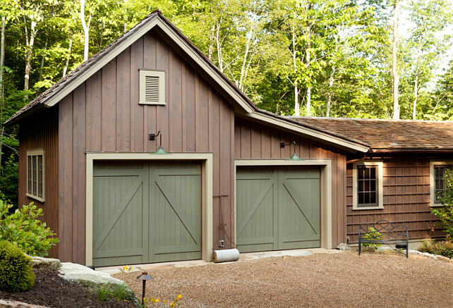 Mountain cottage with traditional interiors home bunch for Garage door stain colors