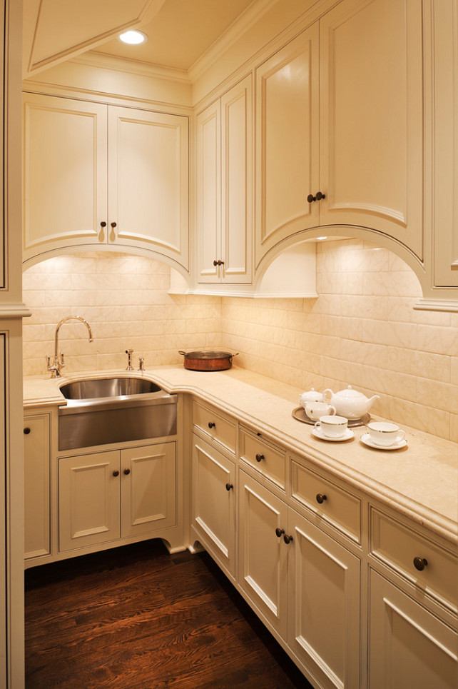 Traditional off white kitchen design home bunch interior - Kitchen designs with white cabinets ...