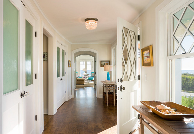 Entryway. Classic Entryway Design. #Entryway #Classic #Interiors #Traditional