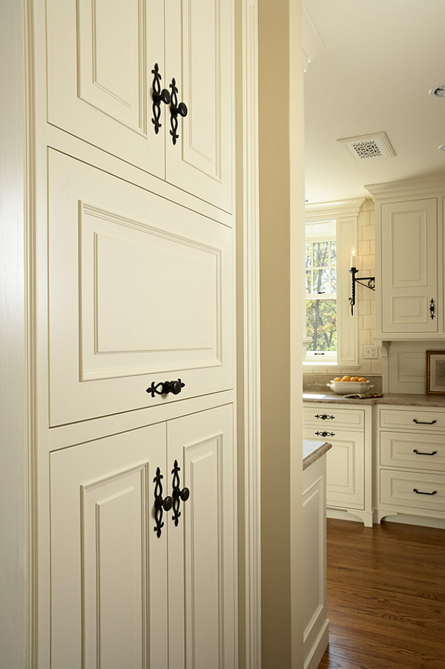 White kitchen home bunch interior design ideas - Kitchen cabinet interior hardware ...