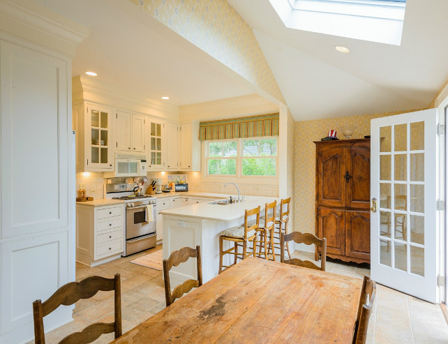 Kitchen. Small Kitchen Design Ideas.. There are some great design ideas in this small kitchen. #Kitchen #SmallKitchen
