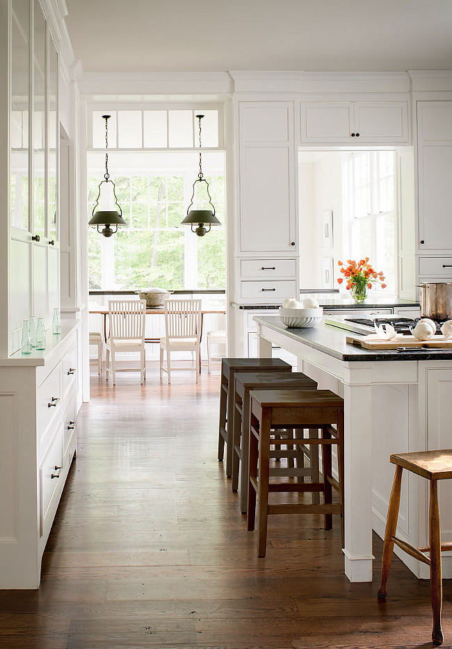 Benjamin Moore Simply White The Color of the Year. Kitchen Cabinet Paint Color. Benjamin Moore Simply White The Color of the Year. #BenjaminMooreSimplyWhite #ColoroftheYear #PaintColor #Kitchen #Cabinet Donald Lococo Architects