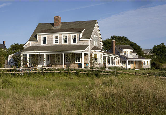 Don T Worry As Soon You See This House Ll Feel Re Right By The Sea Designed Lynn Morgan Is Ideally Located In Nantucket And