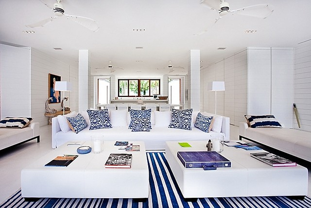 Charmant Blue U0026 White. The Decor Is Perfect For This Beach House.