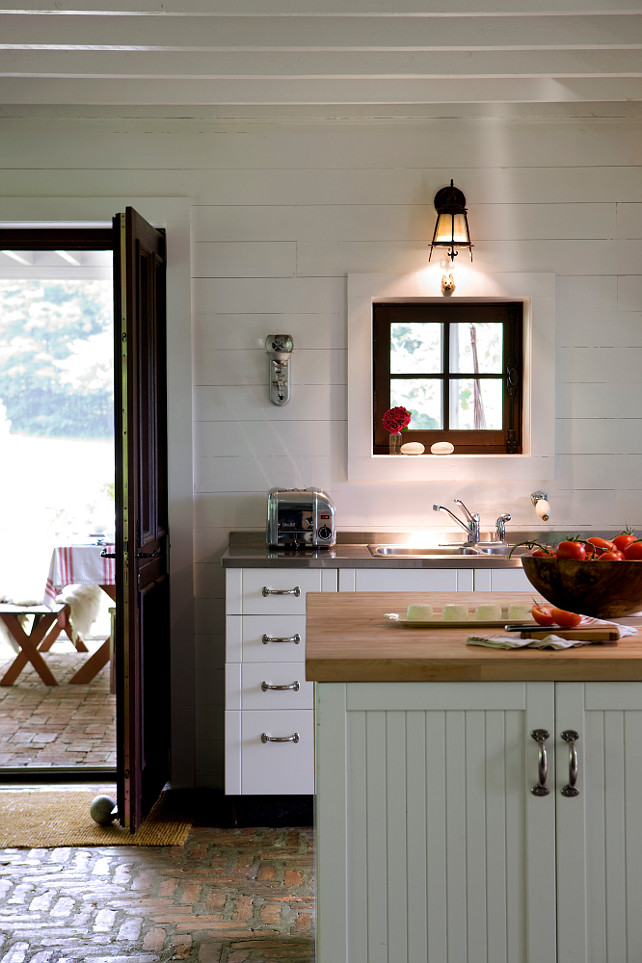 Scandinavian inspired cottage in quebec home bunch for Kitchen cabinets quebec