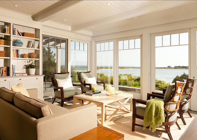 Coastal Living Room Decor Ideas. This coastal living room is perfect! #LivingRoom #CoastalInteriors