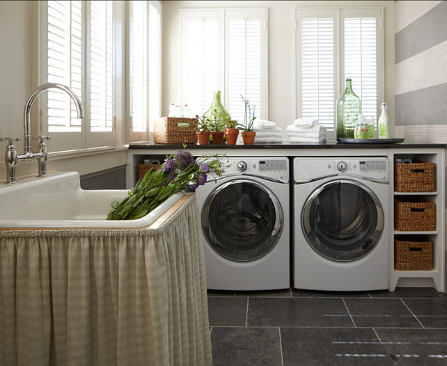 Laundry Room. This is a simple laundry room design done beutifully. #LaundryRoomDesign