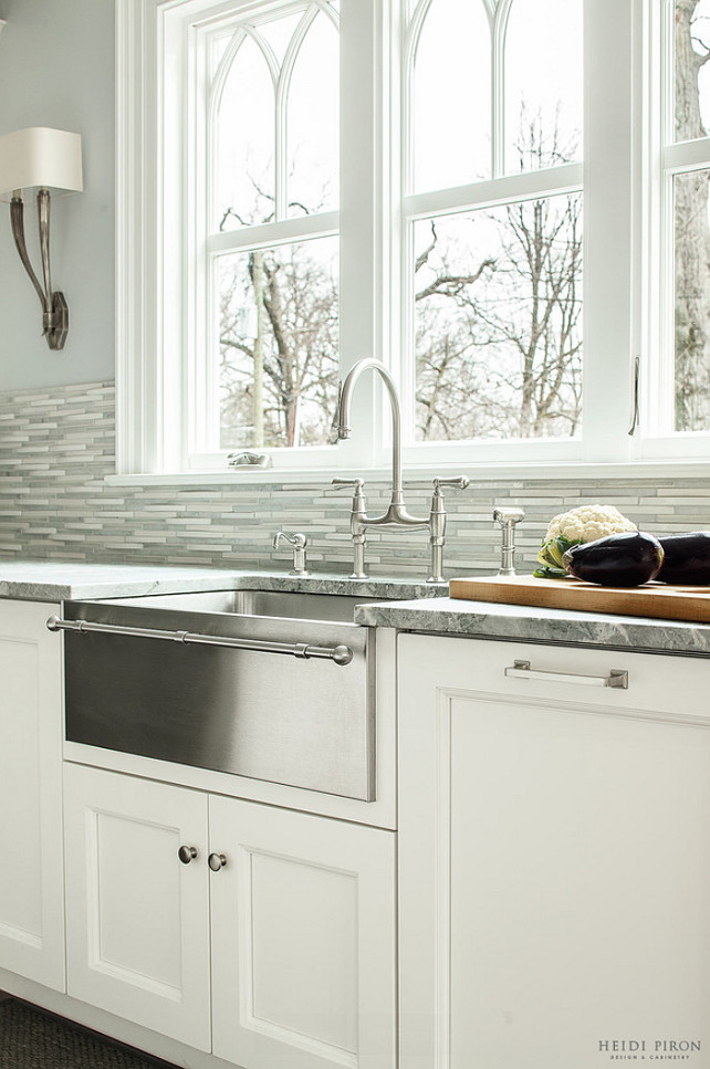 Apron Sink. Farmhouse Sink. Apron stainless steel kitchen sink with towel bar. #ApronstainlesssteelSink #kitchensinkwithtowelbar Heidi Piron Design.
