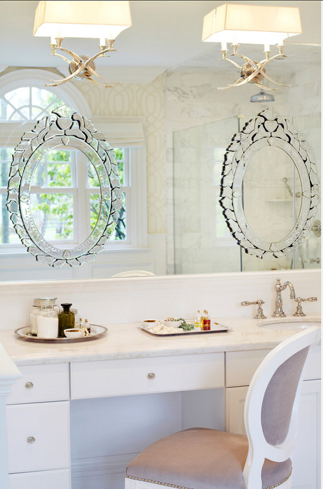 Traditional home with transitional interiors home bunch - Traditional bathroom mirror with lights ...