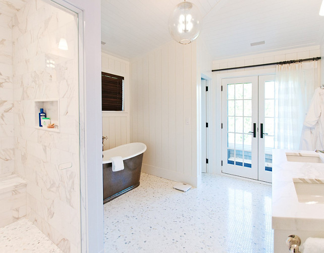 Bathroom. Beach House Bathroom. White bathroom beach house. #Bathroom #BeachHouse Via Sotheby's Homes.