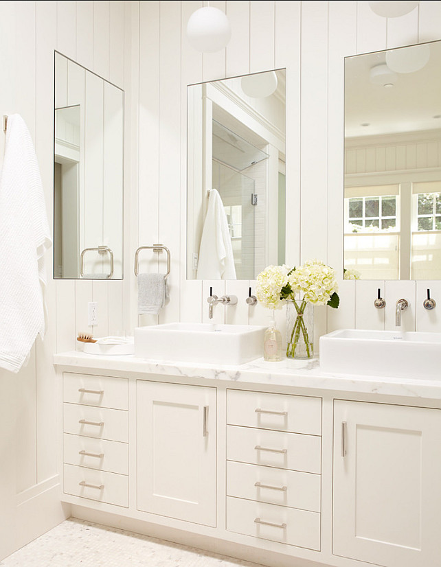 Small cottage with neutral interiors home bunch interior for Master bathroom white