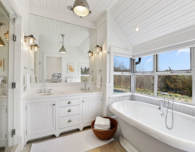 Bathroom. White Bathroom. Coastal Bathroom. Beadboard Bathroom. #Bathroom #Beadboard #Whitebathroom #CoastalBathroom Via Sotheby's Homes.