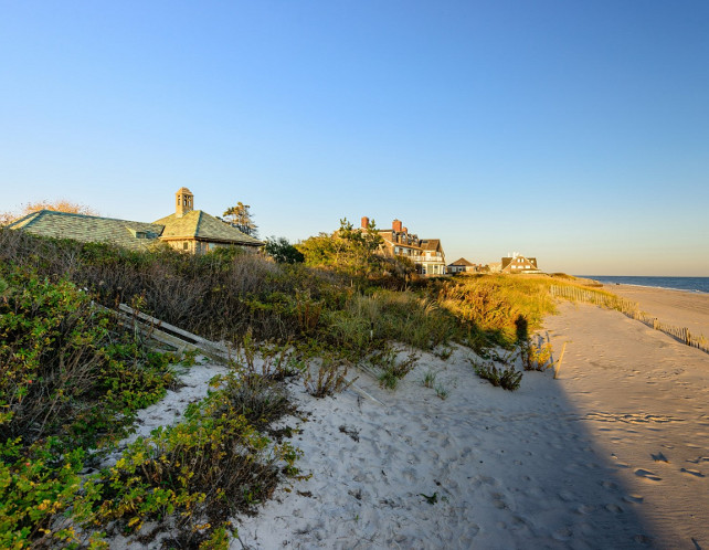 Beach House #BeachHouse Via Sotheby's Homes.