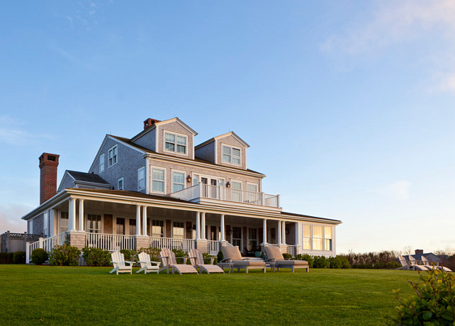 Traditional Nantucket Cottage with Coastal Interiors - Home Bunch ...