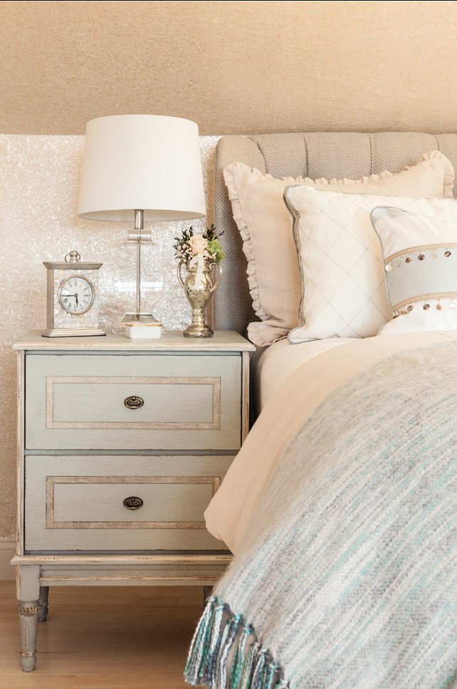 Coastal home with neutral interiors home bunch interior for Bedroom ideas neutral