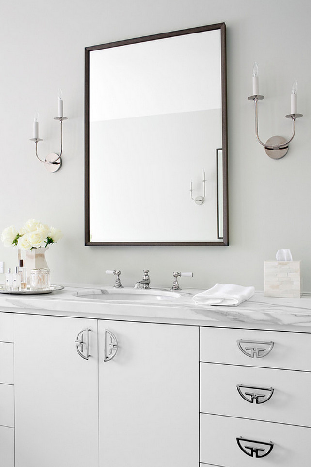 Benjamin Moore Overcast Oc 43 Paint Color On Walls Is