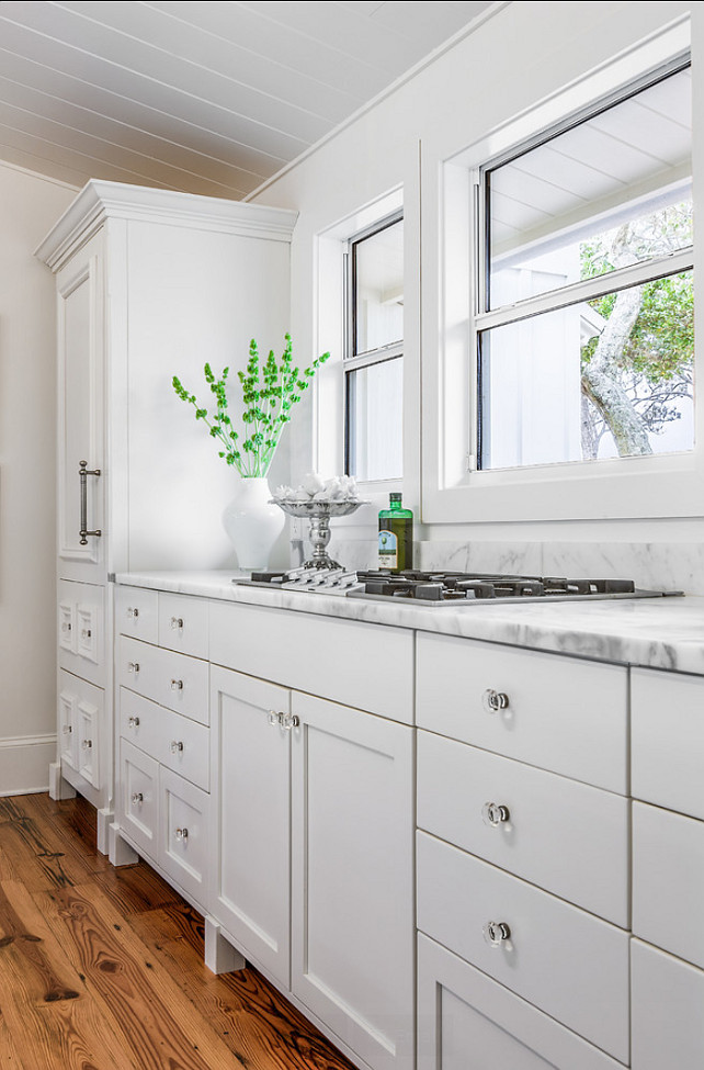 "Benjamin Moore Paint Color. Benjamin Moore White Dove OC-17. Wall color and cabinet color are ""Benjamin Moore White Dove OC-17"". #BenjaminMoore #WhiteDove #OC17"