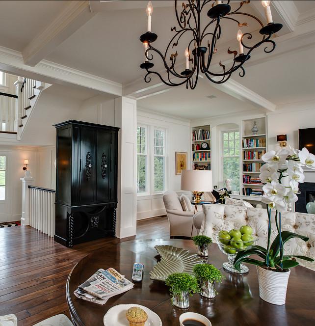 Lake Gray Apartments: Coastal Home With Traditional Interiors