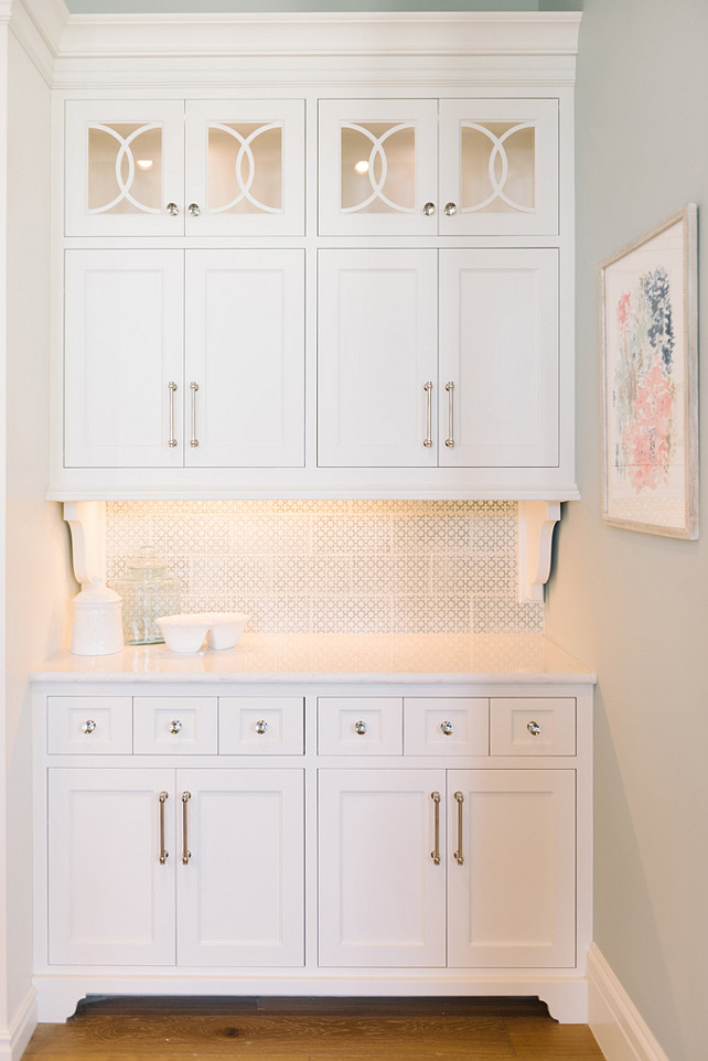 Benjamin Moore White Dove Cabinet Paint Color. Benjamin Moore White Dove Butlers Pantry Cabinet. Benjamin Moore White Dove Paint Color. #BenjaminMooreWhiteDove