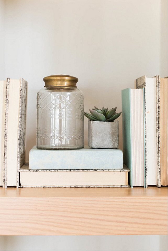 Bookshelf Decor. Neutral bookshelf decor ideas. Natural and neutral colors on bookshelf. Ashley Winn Design.