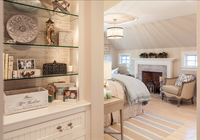 Built-in Shelves. Built-in Shelves decor ideas. #BuiltinShelves #ShelfDecor #HomeDecor