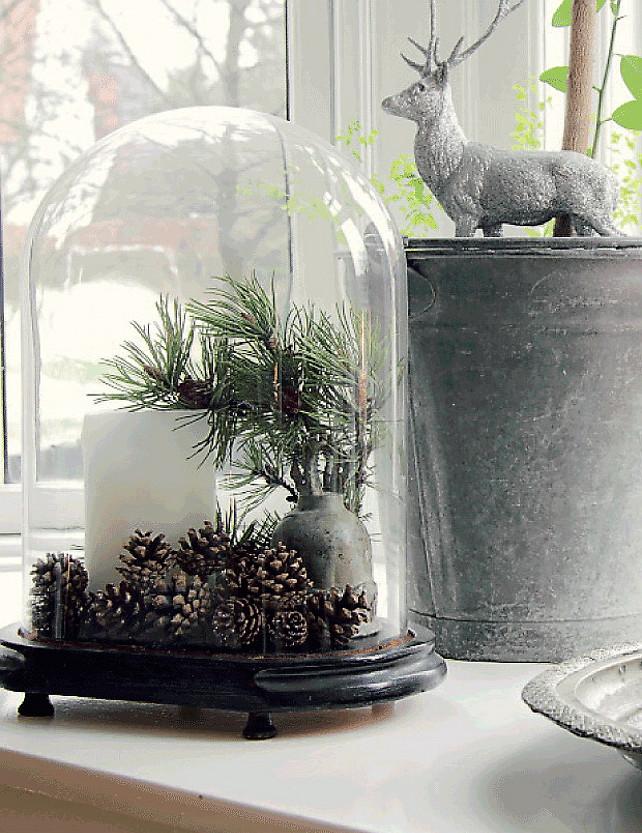 Christmas Decor Ideas.  Easy Chirstmas Decor Ideas #ChristmasDecor  #EasyChristmasDecor  Via Femina & Nicety.