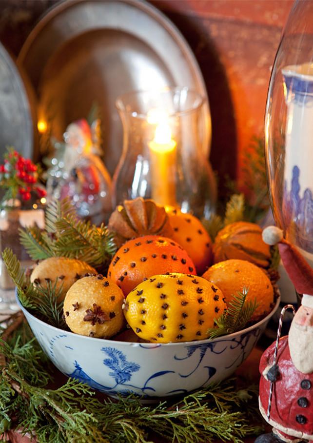 Christmas Decor. Easy Christmas Decor. #ChristmasDecor  Via Victoria Magazine.