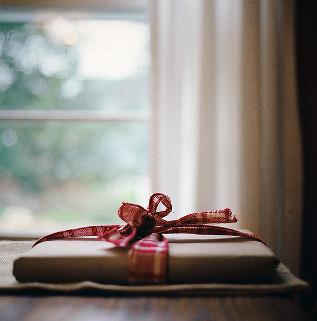 Christmas Gift Wrapping Ideas.  Via Bread & Olives.