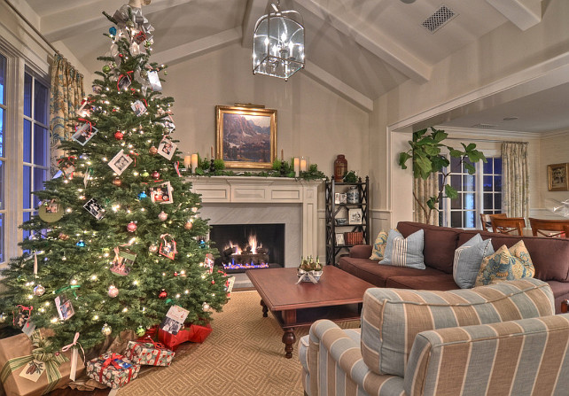 A Family Home Decorated For Christmas - Home Bunch Interior Design
