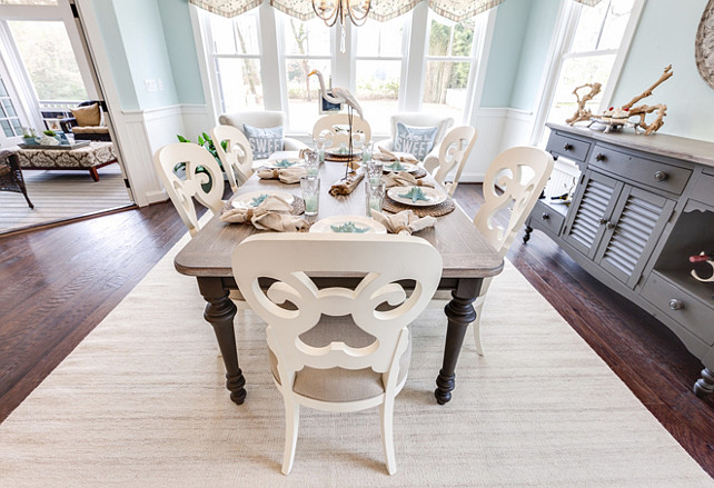 Coastal Dining Room Decorating Ideas. Easy and Casual Coastal Dining Room Decor. #DiningRoom #CoastalDiningRoom #beachHouse #CoastalBeachHouseDiningRoom