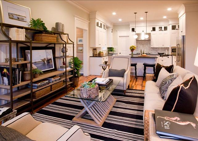 Classic cape cod home home bunch interior design ideas for Shore house decorating ideas