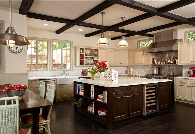 Kitchen. Wow! What a great kitchen! I love the design and the spacious island. This is a very inspiring kitchen! #Kitchen #Island #Design #Interiors