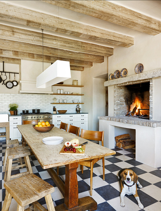 Rustic Kitchen Design. Beautiful rustic kitchen with real farm table. #Kitchen #Rustic #Farmtable #Interiors