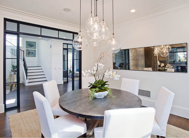 Dining Room. Transitional Dining Room. Dining Room with transitional decor. #DiningRoom #transitionalInteriors #transitionalDiningRoom #transitionalDecor
